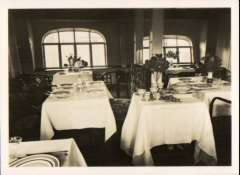 (Ephemera) Graf Zeppelin, official photocard showing passenger compartment with dining tables, 9x6cm.