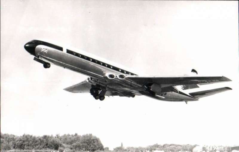 (Ephemera) DH Comet 106, BEAG-APMB, original photograph, 9x14cm,  published by the Real Photographs Co Ltdt, c1960. It was the very first jet aircraft to enter service with BEA which later went on to become the European division of British Airways.