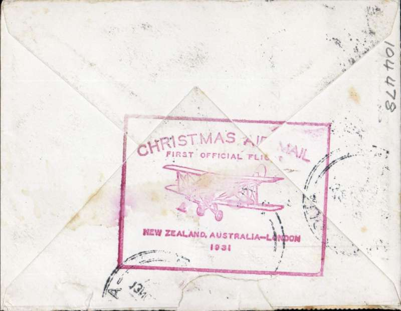 (New Zealand) ANA special flight Auckland to England Christmas airmail, correctly rated 1/- air and 2d postage, 1st flight cachet verso.Non invasive closed flap tear verso, see image. Also of press cutting showing KIngsford Smith helping to unload the mail on arrival at Croydon.
