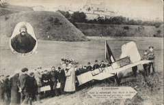 (Ephemera) Bleriot's aeroplane on the spot where it landed on 25 July 1909, original B&W PPC with inset head and shoulders of Belriot posted from Dover Aug 22, 09. Also UMM 1934 2F25 anniversary stamp, SG 523, cat £19.